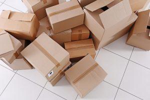 csomagküldő kartondoboz