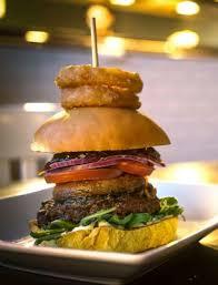Ha Önnek burger rendelés lenne éppen az ideális, hogy csillapítja éhségét, úgy keresse fel a Hambugerkirályt!